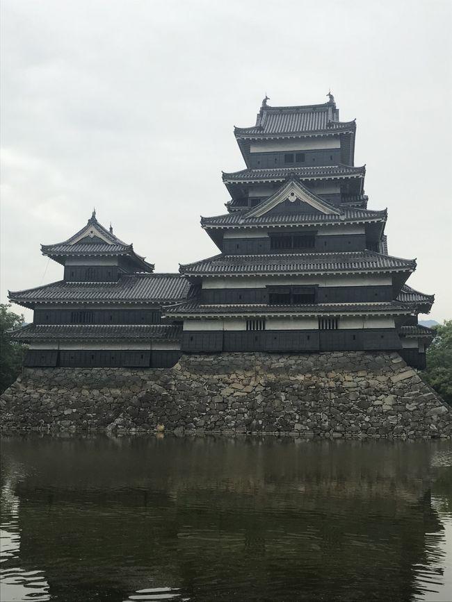 以前から松本城に行ってみたくて<br />東京からレンタカーで長野県に行くことにしました。<br /><br />1日目は安曇野、2日目は伊豆に泊まりました。