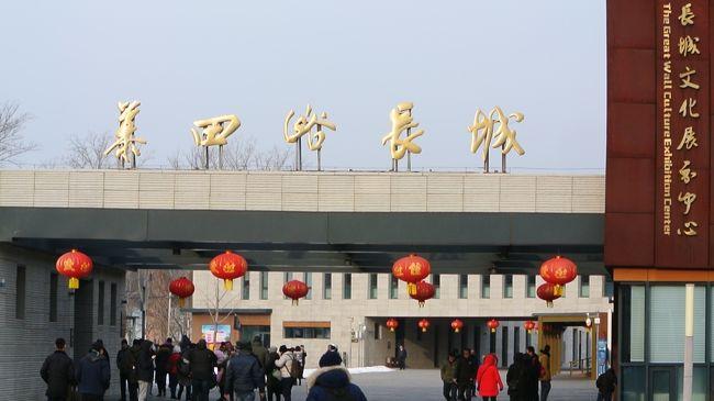 上海出張だったので、土日弾丸ツアー、北京の世界遺産を見てきました。<br />2日トータルで約6.5万歩歩きました。<br /><br />行った場所は、1日目、万里の長城(慕田峪長城)、オリンピックスタジアム(鳥巣)、王府井などです。<br />見学だけ王府井から歩いて天安門まで行きました。<br /><br />2日目は、天安門、紫禁城、景山公園、頤和園、北海公園などを見学して、北京ダックと炸醤麺を食べてまた<br />上海に戻るという日程でした。<br /><br />現在新型肺炎のためほとんどの観光地が閉鎖されているためタイミング的にはラッキーでした。