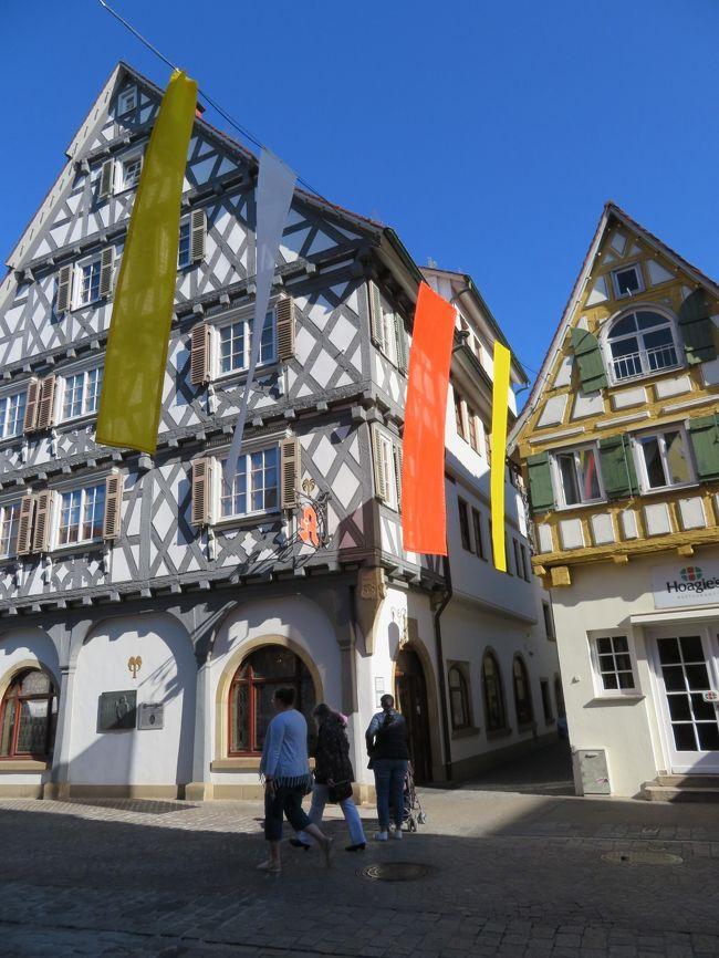 2019年5月13日(月)Schorndorf ショルンドルフという街に足を運んでみました。Mainz マインツ駅から約2時間ぐらいです。この街には私達の大好きな木組みの建物がたくさんあります。<br />オーバーマルクトから見る木組みの建物は最高です。角度によって、教会も見えます。とにかく、お天気が良かったので、街並みを散策するには最高でした♪<br />