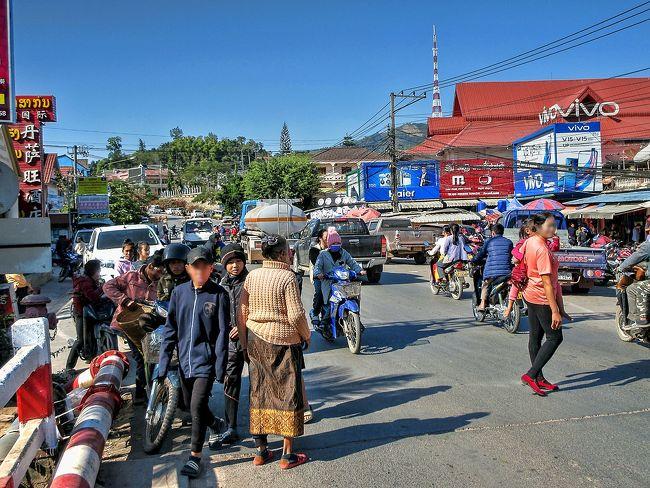ラオス北部の交通の要衝でもあるウドムサイ、この町も中国カラーが強く、あちこちに漢字の看板を目にします。