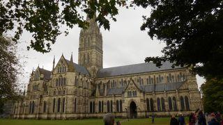 秋のイングランド カントリーサイドを歩く 37 大聖堂の街 ソールズベリー
