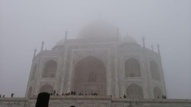 ○○ピクスツアー参加 弾丸インドの旅<br />インドって興味あるけど、ちょっと・・・って思ってる人多いと思います。<br />私もそうでした。<br />そこで、ちょこっとインドに触れてみるにはちょうどいいツアーを見つけたので友達誘って行っちゃいました!<br />1日目成田~デリー<br />2日目デリー観光~ジャイプール<br />3日目ジャイプール観光~アグラ<br />4日目アグラ観光~デリー 出国<br />5日目~成田