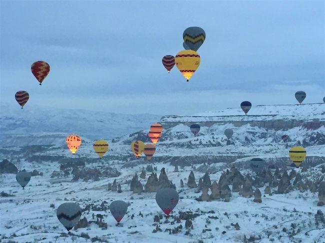 カッパドキアは大雪!。。ツアーバスは雪道から転落するし。。、バルーンは中止だし。。ガッカリ。。してたら最終日にバルーン飛びました。(^_^)