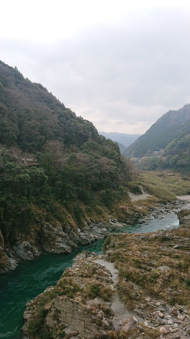 仕事から離れたくて、またの日本旅行をしました。<br />去年の夏に鹿児島に行って、桜島の景色にすごく迫力を感じて、忘れませんでした。<br />ですから、九州に行くか、行ったことのない四国に行くか、考えました。<br /><br />日程などを考えて、結局、四国一周の旅にしました。<br />