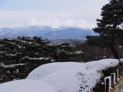 雪がうっすら積もった日曜日、久しぶりに兼六園へ。<br />帰りに料金所近くの蓬莱堂二階の櫻パーラーへ初めて行って来ました。<br /><br /><br /><br /><br />金沢へ・・・・・