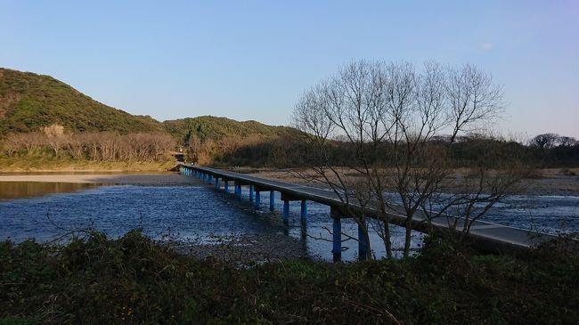 仕事から離れて、四国の旅をしました。<br />今日のポイントははりまや橋、桂浜、佐田の沈下橋です。