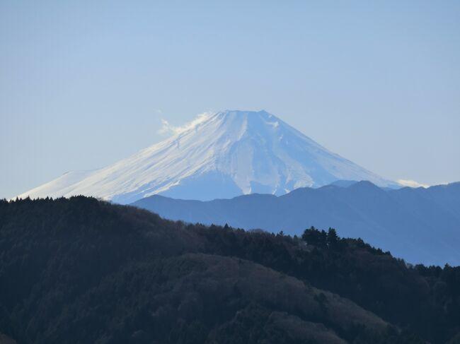 八王子城跡にハイキングに行ってきました。100名城のひとつですが、山城なので本丸跡まで行くにはハイキングの装備が必要です。天気が良くて、富士山や新宿のビル群が綺麗に見えました!<br /><br />参考:大人の遠足BOOK 日帰り山あるきベスト130関東周辺