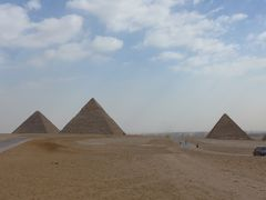 一生に一度だけでいいので行って見てみたいピラミッドを見て来ました!!(*^▽^*)<<2日目の続き〜今回の旅の目的地ギザの三大ピラミッド>>