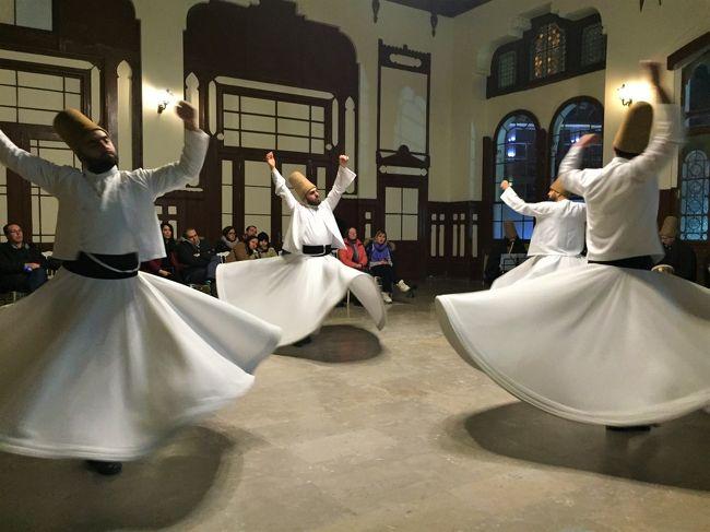 2月8日にイズミルからイスタンブール入り。<br />本日(2/12)がトルコ最後の夜。<br />明日のエティハドで香港経由で長沙に帰る予定だったのですが。。。<br /><br />まいったな。。帰れないかもな。(^_^;)<br /><br />★写真は、【メヴレヴィー教団の踊り:セマー】イスタンブール<br /><br />[ 旅程 ]<br />1/25~29 香港<br />https://4travel.jp/travelogue/11595648<br />1/30~2/2 カッパドキア(ギョレメ)<br />https://4travel.jp/travelogue/11596354<br />2/3~2/4 パムッカレ(デニズリ)<br />https://4travel.jp/travelogue/11596752<br />2/4~2/5 エフェス遺跡(セルチュク)<br />https://4travel.jp/travelogue/11596888<br />2/5~2/6 クシャダシ(エーゲ海)<br />https://4travel.jp/travelogue/11597161<br />2/6~2/7 アラカチ・チェシメ<br />https://4travel.jp/travelogue/11597275<br />2/8~2/13 (前編)イスタンブール(定番・セマー・ハマム)<br />https://4travel.jp/travelogue/11603030<br />2/8~2/13 (後編)イスタンブール(街歩きとトルコ料理)<br />https://4travel.jp/travelogue/11605435<br />2/12 帰れないかもなあ。。。<br />https://4travel.jp/travelogue/11599297<br />2/13~2/15 イスタンブール→香港→上海→長沙<br />https://4travel.jp/travelogue/11600704