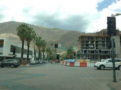 カリフォルニア州 パーム スプリングス - 街をドライブ