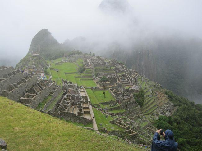 20200202の記念すべき日に南米に旅立ち、ペルー、アルゼンチン、ブラジル、パラグアイと歩いてきました。<br /><br />主テーマは勿論、マチュピチュとイグアスの滝でした。<br />以前から憧れのペルーのクスコにマチュピチュ、足を延ばしてアルゼンチンのイグアスの滝。<br /><br />やっと実現することが出来て、今は満足しています。<br />初南米で、5大陸を制覇出来、イグアスの滝で世界3大瀑布も制覇出来ました。<br /><br />計画はすべて順調に運び、危険を感じる事は全くありませんでした。<br />一部のハプニングも旅行の一部としてとらえています。<br /><br />