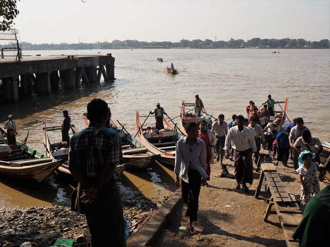 2020年1月2日(木) ヤンゴン1日目<br /><br />どの国も首都が好きなのでミャンマーでいちばん楽しみにしていたのはヤンゴン。<br />予想通り、ここ好きです(2006年、ネーピードに遷都)。<br /><br />真っ暗な中、夜行バスはヤンゴンに到着…?<br />と思いきや到着1時間以上手前の路上で降ろされ、スーレー方面とアウンミンガラー・バスターミナル方面に行く人に振り分けられる。<br />私はスーレー方面のバスに乗りますが他のバスの乗客も乗るのでぎゅうぎゅう。<br />なんだかファーストクラスのバスを予約して料金を支払った意味がないように思うけれど、ホテルから徒歩圏内のところで降りれたからまぁいいか。<br />バガンのホテルロビーで出会ってバスを一緒に降りた素敵な日本人女性と丸一日一緒に過ごしました。<br />そして朝イチで騙されることになるのですが…