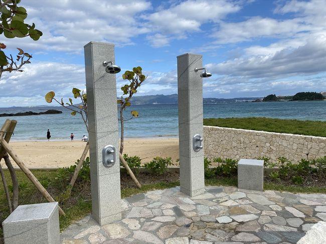 """2019年夏にオープンした話題のハレクラニ沖縄の宿泊記<br /><br />評判どおり景色に癒やされる素敵なホテルでした。<br />すでにオフシーズンで屋外プールは閉鎖<br />人が少なかったこともあり、存分にリフレッシュできました。<br />シーズンの活気を好むか、静かな癒やしを好むか。<br /><br />施設はまだピカピカ<br />おしゃれな雰囲気はたっぷりでしたが、海近くで塩の影響が出ている箇所も見られました。<br />来年はどうなっているかな?<br /><br />スタッフは全国から集められ、接客教育は十分されていて、コミュニケーションでは心地よいもてなしを受けれます。<br />一方でホテルの設備・装飾品・""""沖縄ならでは""""等の知識習得はまだまだという感じ<br />ホール等にある装飾品がなにかもわかっていないのには正直がっかりでした。<br /><br />今回はハレクラニ沖縄に宿泊することだけを目的にしていて、あとはその場の思いつきで行動した旅行でした。<br /><br /><br />"""