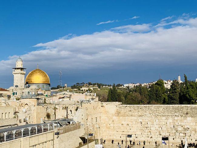 アンマンより陸路国境を越えて<br />憧れ続けることウン十年。やっとやっとエルサレムに来る<br />事ができました。<br />このイスラエルで95か国目になりました。<br />100か国目をイスラエルでと計画してたけど<br />ちょっと予定変更です。<br /><br />エルサレムに3泊 2日めはパレスチナと死海ツアーに<br />参加します。<br /><br />私が入国してから数週間後イスラエル ヨルダン レバノン<br />は中国人に続き日本人も入国規制になり<br />ギリギリのところで旅を終える事が出来ました。<br />ホントは3月末から行こうと思っていたので・・<br />もしその予定ならすべてキャンセルでしたね^^;<br /><br /><br />--------------------------------------------------------------------------<br />● ふらいと<br /><br />  ルフトハンザ航空 名古屋→フランクフルト→ベイルート<br />           テルアビブ→フランクフルト→名古屋<br />           116320円 エクスペディアで購入<br /><br />  ミドルイースト航空 ベイルート→アンマン<br />            16140円 エクスペディアで購入<br />  <br />● やど<br />     ベイルート メイフラワーホテル    2泊 7339円<br />     アンマン  7Boys Hotel       2泊 9701円<br />     エルサレム ダマスカスゲートルーム2泊 21350円<br /><br />● 死海とベツレヘム 1DAYツアー60ドル<br />  <br />  ペトラ入場料  50JD(約7800円)<br />  <br />  アンマンからペトラ 往復バス 18DJ(約2790円)<br /><br />  アンマンからキングフセイン橋 片道バス 11JD(約1700円)<br /><br />  ヨルダン出国税 10JD(約1550円)<br /><br />  ボーダーからエルサレムまでのバス 15ドル<br />--------------------------------------------------------------------------<br /><br />どの国も物価は高いね~<br />ペトラ遺跡なんて世界で1番高い世界遺産だって!<br /><br />今回、旅のアドバイスをたくさんいただいた<br />4トラ 変態トラベラー?? 笑<br />worldspanさんに Special Thanks です!!<br />https://4travel.jp/traveler/worldspan2005/<br />--------------------------------------------------------------------------