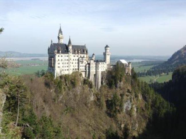 交通博物館、モーターワールド、おもちゃ博物館、レゴランド、車テーマホテル......乗り物大好きの子供が喜ぶ日程を組んだヨーロッパ周遊の旅。レイルパス利用で子供無料。都度切符を購入する手間も要らず、列に並ぶ必要もない。<br />日程:<br />D9: Munich. Fussen <br />D10: Schloss Neuschwanstein,Augusburg<br />D11: Gunzburg Legoland, Stuttgart V8Hotel<br />D12: Motor world, Nuremberg <br />D13: Nuremberg,night train <br />
