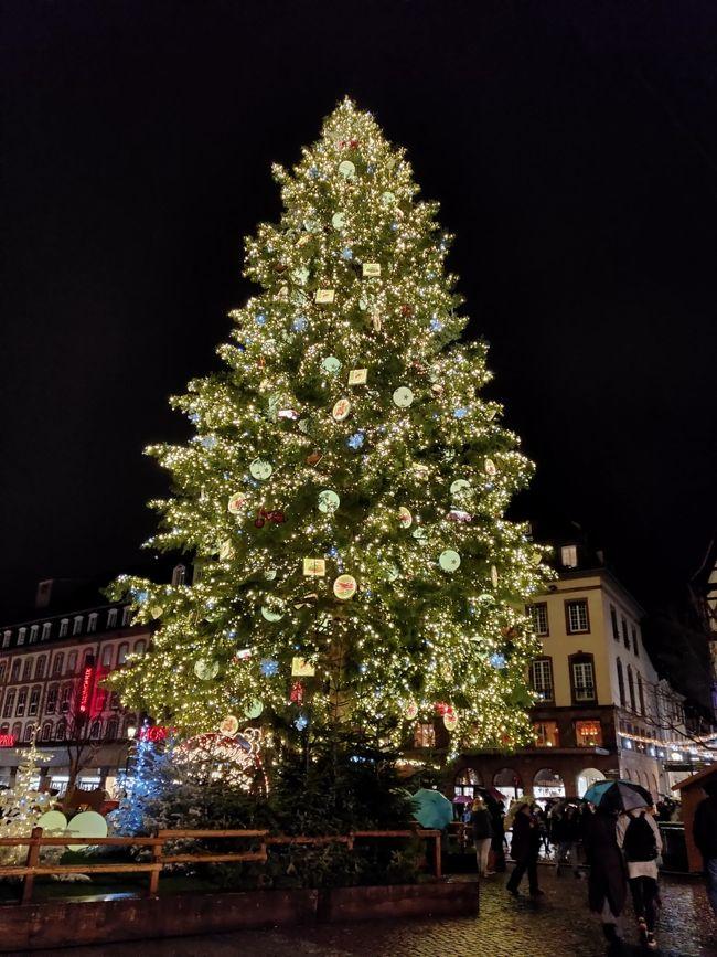 コルマールを早朝に出発して、ストラスブールに向かいます。<br />早め、早めの行動が裏目に出るとは・・・<br /><br />ストラスブールのクリスマスマーケットはコルマールよりも規模が大きかったです。<br /><br />ストラスブールで一泊したら、翌日には日本に帰ります。<br /><br /><br />