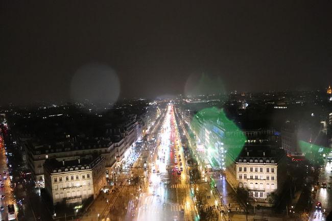 3日目はエッフェル塔、オランジュリー美術館、夜は凱旋門に登り、パリの夜景を見ました。<br />