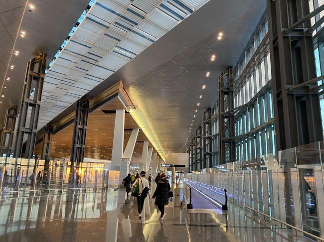 羽田発、ドーハでトランジット<br />19時間かけてウィーンに初上陸<br />カタール航空の旅<br />空港から電車でウィーン中央駅に移動<br />