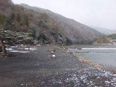 雪の嵐山。風情があっていいですね。京都は冬がいい。