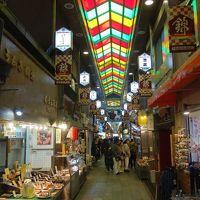 錦市場を歩く。おっ!人にぶつからずに歩ける。あっ,あれの影響かぁ。