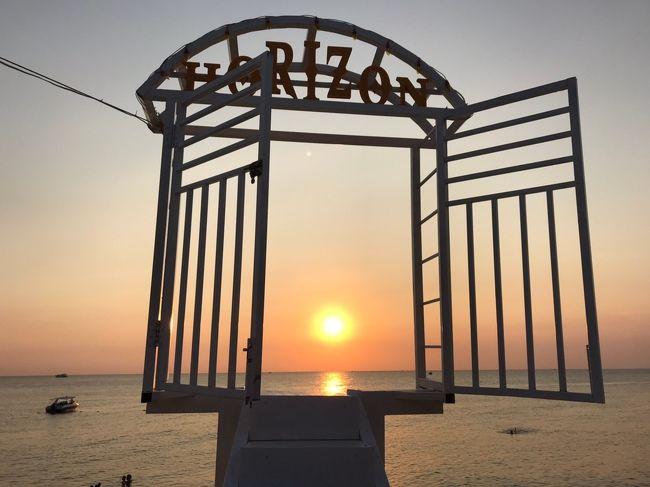 アジアのビーチリゾートを巡る家族旅行、今年はベトナム最後の秘境と言われるフーコック島へ。<br /><br />ホーチミン経由で行かれる方々が多い中、エアアジアがクアラルンプールからフーコック への就航を開始したのを知り<br /><br />羽田23:45→クアラルンプール6:35<br />クアラルンプール12:50→フーコック 13:35<br />フーコック島<br />ゴールドコーストリゾートフーコック 2泊<br />デラックスツインルーム ビーチフロント朝食付き<br />29000円<br />ラハナリゾートフーコック 3泊<br />デラックス ファミリールーム ガーデンビュー朝食付き<br />35000円<br /><br />フーコック 14:05→クアラルンプール16:45<br />クアラルンプール<br />トラベロッジ ブキッビンタン1泊<br />デラックス4人部屋 朝食付き 8000円<br /><br />クアラルンプール14:40→羽田22:30<br /><br />という6泊8日の家族旅行となりました。<br /><br />エアアジア航空券は4月のセールで購入<br />羽田⇄クアラルンプール <br />行きのみホットシートで座席指定 1人4万円くらい<br />クアラルンプール⇄フーコック 1人7000円くらい<br />今回は荷物の追加はせず1人7キロで機内持込にしました。<br /><br />航空券、ホテル代で1人7万円弱の激安旅行です!
