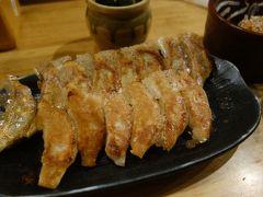 祇園で餃子。奇妙な組み合わせ。人気店でいただきました。おいしかった。