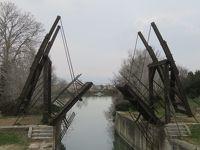 フランス 「行った所・見た所」 アルルの円形闘技場とゴッホゆかりのカフェテラスと跳ね橋見物