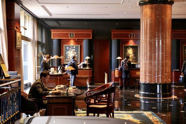 グランドハイアットから移動してウェスティンホテル東京へ<br /><br />シンプルデザインのグランドハイアットとは打って変わって豪華絢爛系ホテル<br /><br />バブリーな雰囲気も嫌いじゃありません<br />何せ生まれてこの方不景気世代ですので<br /><br /><br />デラックスルーム 2ダブル 42㎡