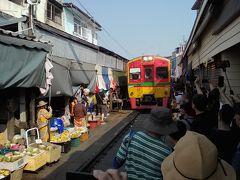 バンコク街散歩…列車を乗り継いでメークローン市場へ行こうとしたら…
