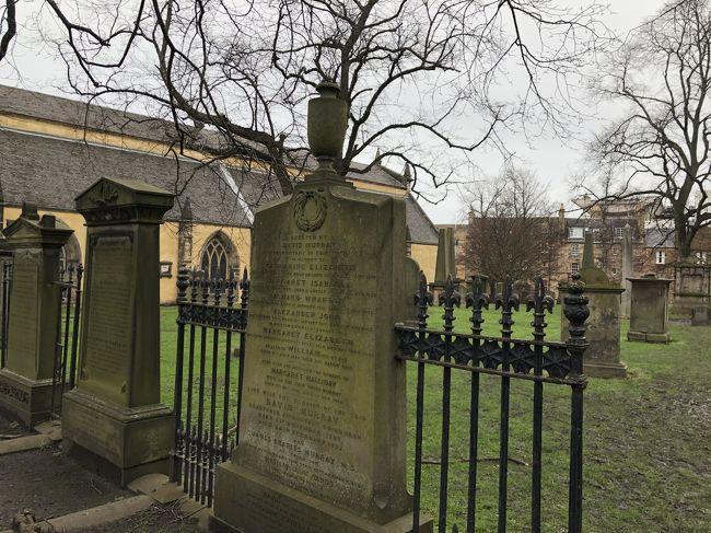 今から20年ほど前、プレイステーションのゲームソフトでヴァルキリープロファイルっていう神ゲーが発売されたんだ。<br />当時テレビ放送されたCMがまた秀逸で、実写の映像で草原の中の廃墟の教会のシーンがあるんだけどそのもの悲しさったらないんだ。<br />その実写で出てきた教会があるのがそう、スコットランド。<br />リアル中2だった私のハートを掴んで離さなかった悲しく美しい物語、情景の舞台となった地へ、ロンドンから日帰りで行ってきます!