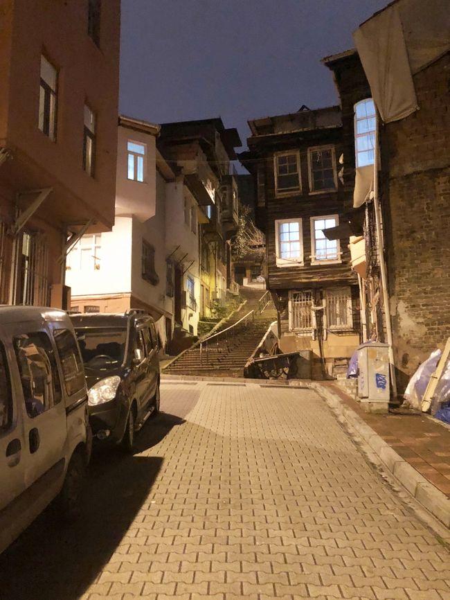 トルコに出張してきました。<br />仕事ですので、今回も観光は無しで現地のトルコ人の方と行動を共にし、<br />観光客は行かない様な場所に行きました。<br /><br /><br />