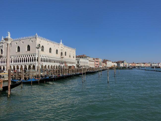 1996年3月に初めてイタリアを訪れました。<br />当時はローマからミラノまで25名くらいのツアーで周りベネチアも少しでしたが観光しました。<br />残念なことにフィルムカメラでしたので当時の旅行記はございません。<br />2020年2月はヨーロッパ行きの航空運賃がドバイのみとほぼ同じでしたのでベネチアを選びました。<br />羽田からベネチアまで24時間弱かかり長旅で疲れました。<br />初日は昼頃ベネチア到着でしたがホテル近辺のみでゆっくり休みました。<br />到着2日目はバスやタクシーの発着場所であるローマ広場から往復リアルト橋を経由してサン・マルコ広場まで歩きました。<br />先ずはベネチア本島の市内観光編になります。