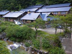 蔵王中腹 新緑の一軒宿「峩々温泉」に泊まる