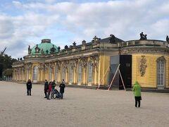 今日はポツダムに行く。サンスーシ宮殿とツエツイーリエンホーフ宮殿に行って来ました