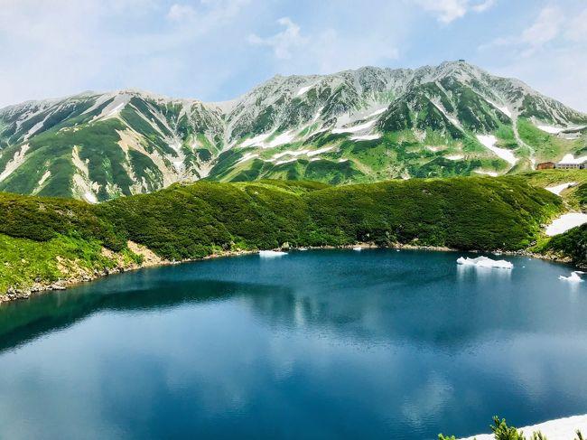 立山黒部に来ようとしたのは今回で3回目。<br />1回目は、まだ学生のころツアーで訪れたが、大観峰はあいにく濃い霧の中で何も見えず、室堂へ行っても何も見えないとのことで、残念ながらその場で引き返す。<br />2回目は、富山~扇沢横断ルートでリベンジしようと思うも、富山に前泊したら、富山市周辺が夜中に局地的豪雨で、富山地方鉄道がまさかの運転見合わせ。振替えで迂回もできるようだが、時間がタイトになるし立山の天気もいまいちみたいなので黒部峡谷へ急遽変更するなど、いまいち相性が悪いみたい。<br />今回は天気最優先で、予報で晴れるであろう日の2,3日前に予約を入れ、なんとか立山・黒部の全景を見ることができました!
