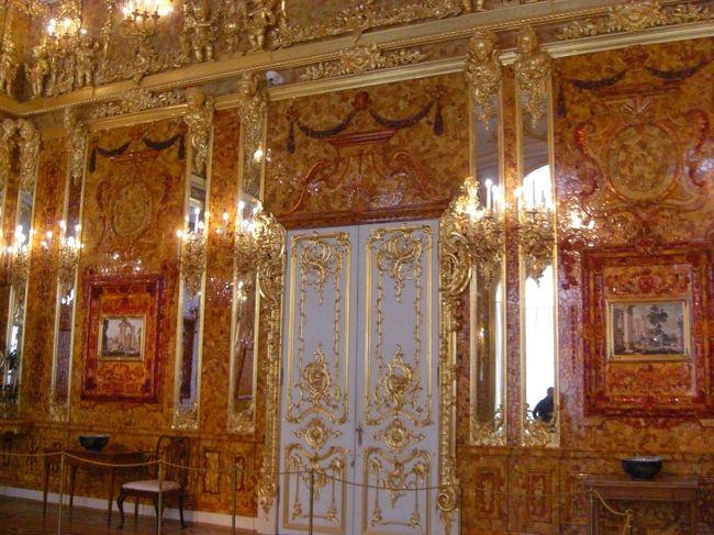 三日目に観光したのはエカテリーナ宮殿、聖イサク寺院、血の上の教会、そしてバレエ観賞です。