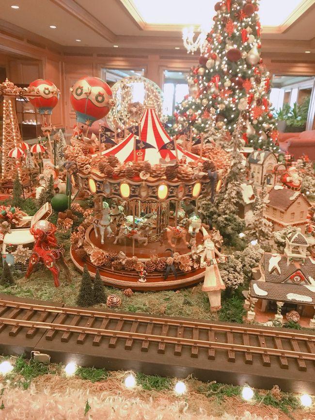 激しい雨の中、大嘗宮の見学を終えて 5年振りに椿山荘に宿泊しました。<br />ロビーのクリスマス飾り付けが素晴らしく 見とれてしまいました。<br />前回、お世話になったスタッフにお目にかかり、改めて若い方からベテランの方まで心配りが行き届いた椿山荘のおもてなしにゆっくりできました。