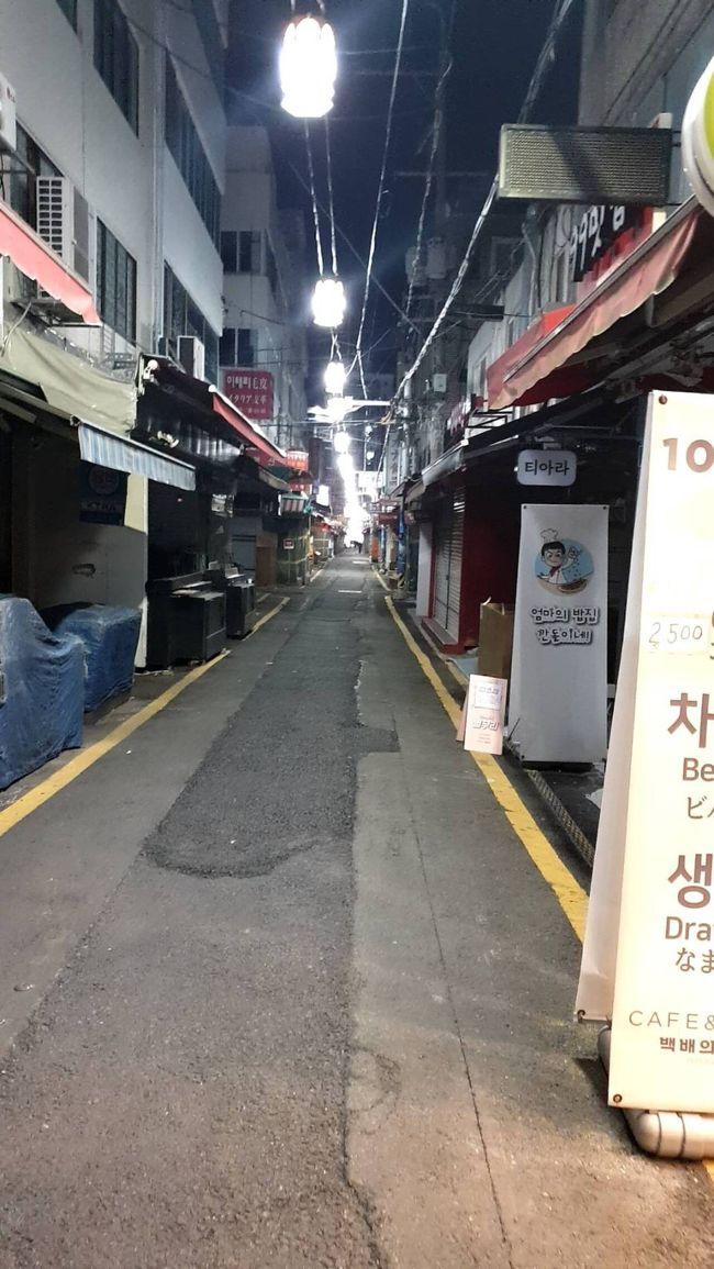 <br />3月15日<br />午後8時の釜山 南浦洞の模様<br /><br />いくらなんでも閑散としすぎております。<br /><br />