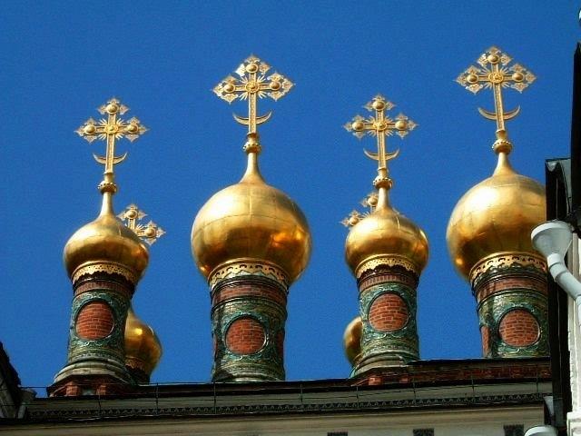 ロシア9日間のツアーに参加し、モスクワ、サンクト・ペテルブルグを廻りました。<br />第1日:関空-ソウル-モスクワ<br />第2日:モスクワ市内観光(赤の広場、聖ワシリー聖堂、地下鉄、ノヴォデヴィッチ修道院、ヴァラビョーイの丘)<br />第3日:クレムリン、ウスペンスキー聖堂、トレチャコフ美術館<br />第4日:スズダリとウラジミール見学。夜行列車で、サンクトペテルブルクへ<br />第5日:サンクトペテルブルク(ピヨートル夏の宮殿、聖イサク寺院)<br />第6日:エカテリーナ宮殿、血の上の教会、ロシアン・バレー<br />第7日:エルミタージュ美術館、フォークダンス・ショー<br />第8日:モスクワへ空路移動、モスクワ川遊覧、グム百貨店、カザン大聖堂 →帰国<br />
