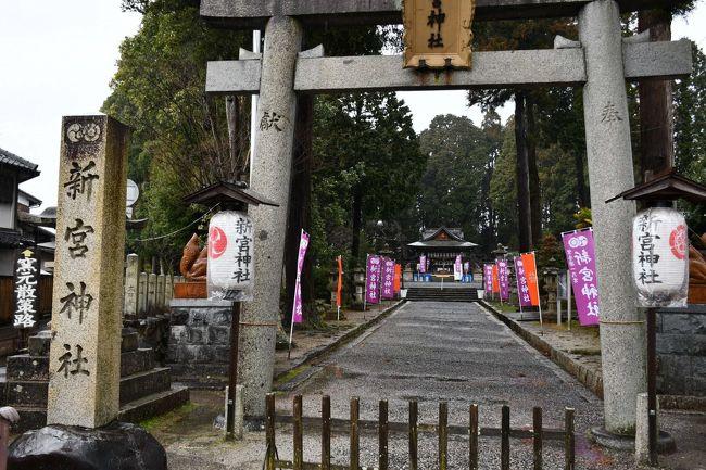 新宮神社は、聖武天皇の御代、今から一千三百年ほど前、紫香楽宮に遷宮された折からの御縁でございます。それ以来、信楽一宮として厚い信仰を集めてまいりました。昨今は信楽焼が世上に喧伝されております。喜ばしい風潮でしょうか。