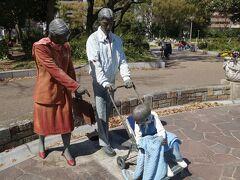 20200320-2 大阪 靱公園に向かったら、無料喫煙所が。公園には沢山の人が…祝日やったね。