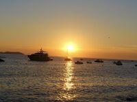 黄金色に輝く地中海を望む人気の  <カフェ・デル・マール>の 特等席で チルアウトを聴きながら ~イビサ島ベストシーズン旅その3