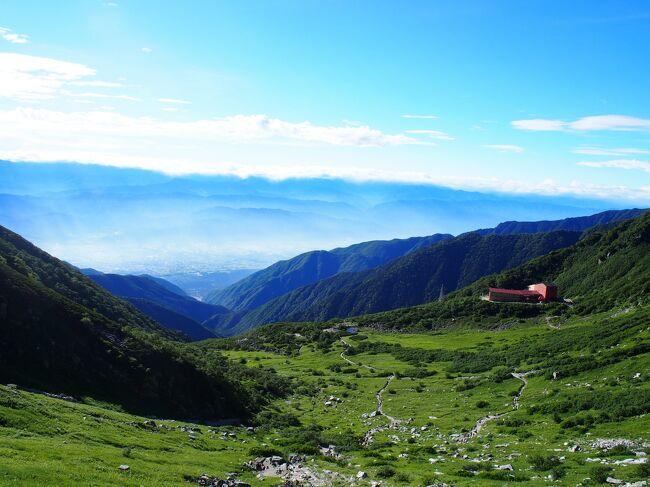 """我が家では、<br />GWと夏休みの連休を利用してキャンプする<br />ことが最近の恒例行事。<br /><br />2019年夏休みは、<br />長野県の木曽駒ケ岳に登り、山麓の<br />""""駒ヶ根高原アルプスの丘家族旅行村""""で<br />キャンプしました。<br /><br />~・~・~・~・~・~・~・~・~・~<br />◎他のキャンプ旅行記はこちら↓<br /><br />・立山に登り山麓のキャンプ場に泊まる旅<br />https://4travel.jp/travelogue/11612215<br /><br />・キャンプinn海山に泊り熊野古道を歩く旅<br />https://4travel.jp/travelogue/11493381<br /><br />~・~・~・~・~・~・~・~・~・~<br />◎他の国内旅行記はこちら↓<br /><br />・桜を愛でる旅 ~京都~<br />https://4travel.jp/travelogue/11477395<br /><br />・エクシブ鳥羽別邸とガンバ大阪【1日目】<br />~鳥羽~<br />https://4travel.jp/travelogue/11475779"""