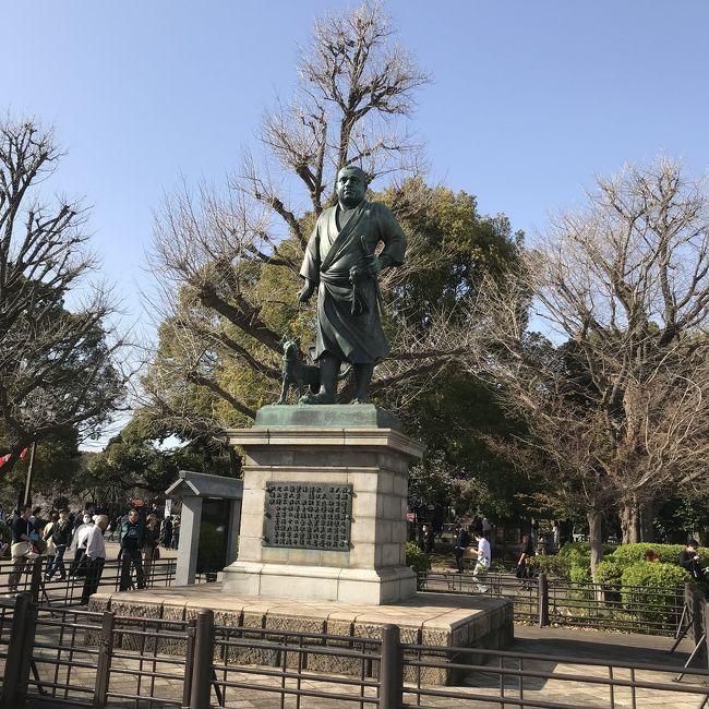 久しぶりに上京する友人と会うために、広くて戸外、ということで上野公園、西郷隆盛さんの銅像前で待ち合わせしましたら、、、<br /><br />三連休の中日、暖かく天気が良い、みんな考えることは同じ。<br /><br />というわけで、激混みな上野公園でした。<br /><br />翌日3/22はさらに気温が上がり7~6分咲きになったようですが3/23月曜日から気温が下がりましたので、上野公園の桜の満開は3/25ころかな?と予想しますが、どうでしょうか。<br /><br /><br />写真は西郷隆盛像<br />
