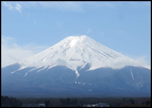 前回の山梨旅行で気になった吉田のうどん。<br /><br />そういえば食べたことがないよねって事で吉田うどんを食べに、<br />富岳風穴も鳴沢氷穴も行った事がないよねって事で、安価に<br />宿泊出来た事もあり、また山梨へ行って来ました。