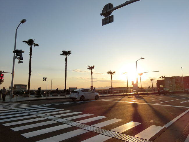 海と夕日がみたくて。<br />子供の春休みに江ノ島へいきました。<br />子供二人にわんこ。<br />やっぱりバタバタです。<br />でもいい思い出が作れました。<br />次は夏にいこう!