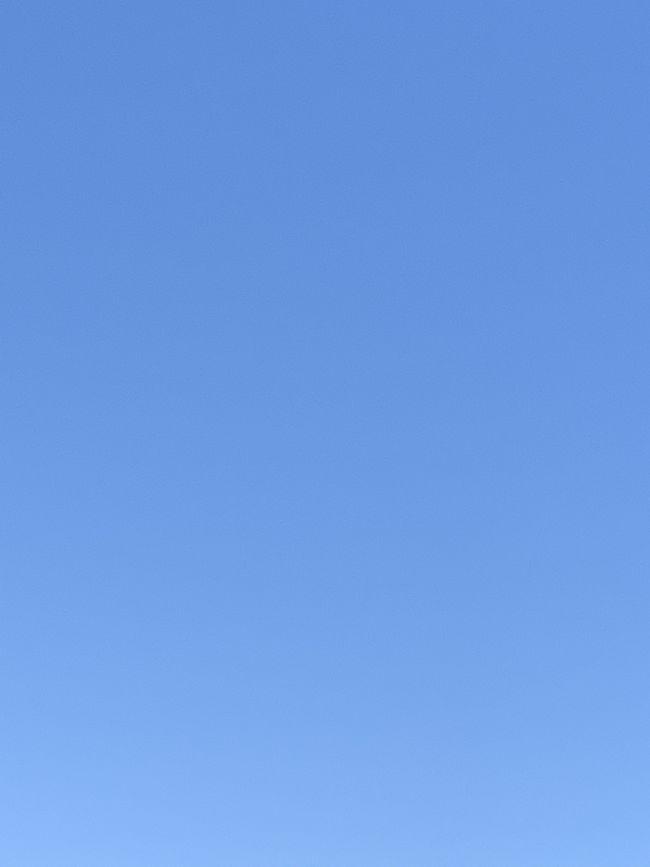 旅に行きたいと言う気持ちを綴った<br />妄想バリ旅行に、<br />皆さんから、暖かい言葉や、沢山のいいね!を頂き、<br />本当にありがたい気持ちで一杯です。<br /><br />今の気持ちは表紙の晴れ渡った青空のよう&#10071;️<br /><br />一人ひとりにお礼を言いたい所ですが、<br />そうは行きませんので、<br />この場をお借りしてお礼させて頂きます(╹◡╹)