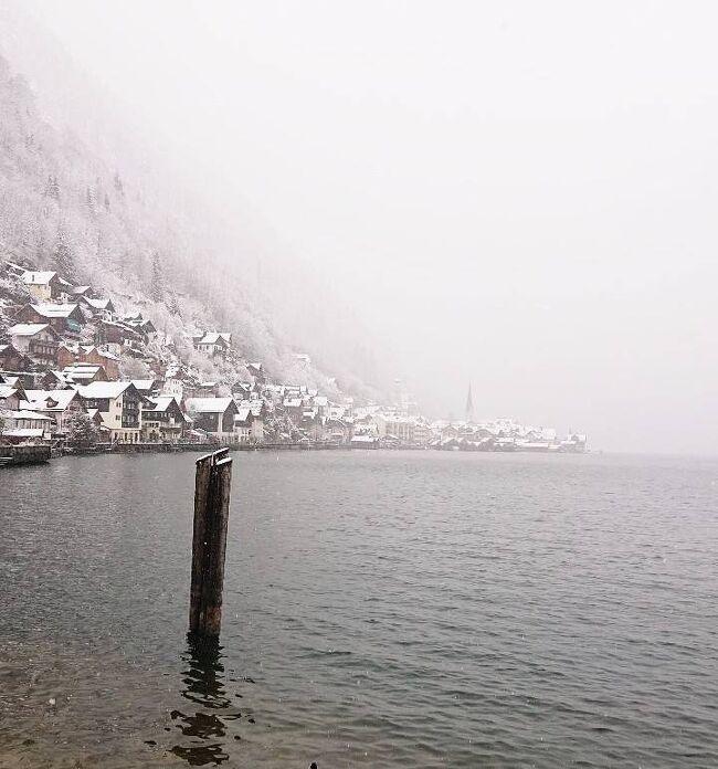 【ヨーロッパ5ヶ国周遊⑩オーストリア・ハルシュタット】<br />オーストリア・ハルシュッタットの旅をまとめました。<br /><br />《ヨーロッパ9日目》『オーストリア2日目』2020年2月28日(金)<br />午前にザルツブルクを観光し午後から雪山の雪道を移動し湖水地方を通りながらハルシュタットに向かいました。ハルシュタットに着いたら物凄い雪で晴れた時のような写真を撮れなかったのが残念でしたが、十分雰囲気を楽しめたのではないかと思います。オーストリアは、ザルツブルク&ハルシュタットの1泊2日と短かったですがオーストリアをしっかり観光してオーストリアに行ったという思い出を作れたので良かったです! <br />ハルシュッタットを後にし7時間かけてイタリア・ヴェネツィアに向かいました。