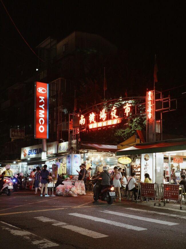 夏休み最後に母、伯母、従姉妹と四人で台北へ。一年前の札幌旅以来の四人旅。暖かい今の時期にしか食べられない冰讚のマンゴーかき氷、夜市の屋台グルメ、ひとりっPの旅行記を読んで食べたくなった水餃子…。夏の終わりに台湾グルメを食べ尽くす旅の始まり!
