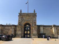 チャーチルが生まれたという、世界遺産ブレナム宮殿の中庭でお昼